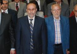 10 Yıl Marşı'nda oturan AKP'liler bakın hangi marşta ayağa kalktılar