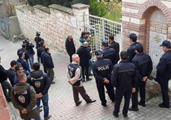 Cemaat'in vakfına polis baskını