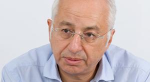 Derya Sazak Yurt'un peşini bırakmıyor