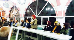 Caminin içinde AKP toplantısı