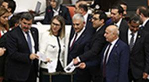 CHP'liler protesto ederek Meclis'i terk etti