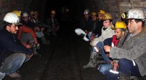 Yerin altında açlık grevi yapan madenciler kovuldu