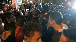 Polisten Cumhuriyet önünde gazetecilere engel