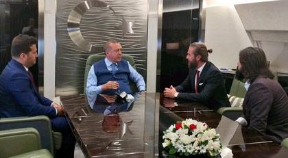 Dizi oyuncuları Erdoğan'ın uçağında