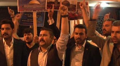 """""""Ben Türk vatandaşıyım niye ibadethanemin önünde protesto ediyorsun"""""""