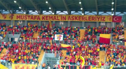 Federasyon gücün yetiyorsa gel İzmir'den bu pankartı kaldır