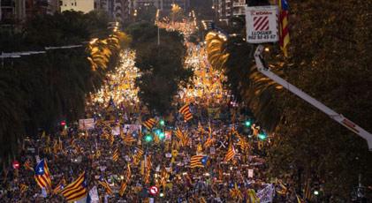 Barselona'da yüz binlerce kişi yürüdü