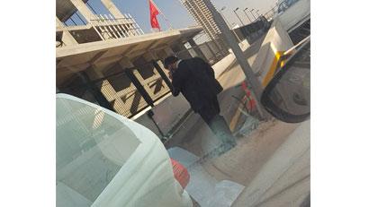 Heykeltıraş CHP Genel merkezi önünde kendisini yakmaya çalıştı