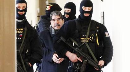 """MGK """"terörist"""" dedi, AKP ağırladı"""