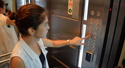 Aidat ödemeyene asansör şoku