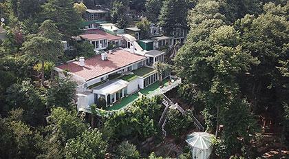 Adnan Oktar'ın evine mühür