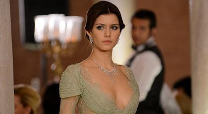 Yeni Türk dizisi için Beren Saat'le anlaştılar
