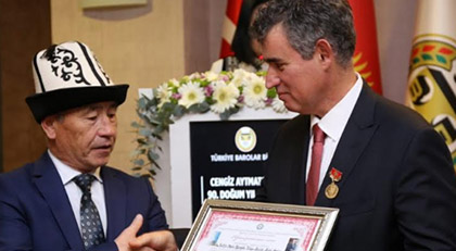 """Feyzioğlu'na """"Aytmatov Onur Ödülü"""" verildi"""