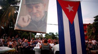 """Küba yeniden """"Komünizm"""" dedi"""