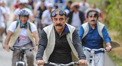 Yılmaz Erdoğan Deli Emin'i alnının ortasından vurdu