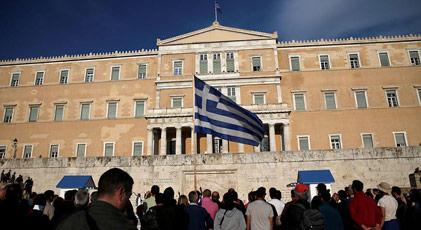 Yunanistan'da ortalık karıştı
