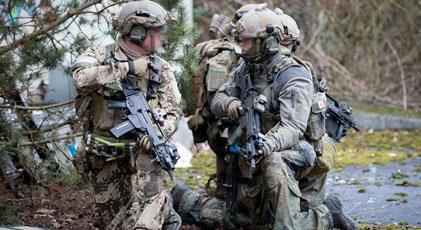 Askerlere aşırı sağ soruşturması