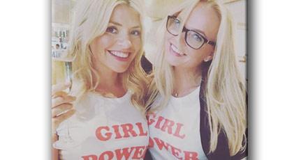 """37 Dolara satılan """"kız gücü"""" tişörtlerinin altındaki skandal ne"""