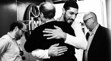 Gülen'in sağ kolu Enes Kanter'in maçında kiminle buluştu