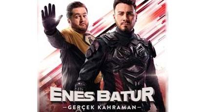 Enes Batur filmini seyrettikten sonra Hülya Avşar'ın elini öpesim geldi