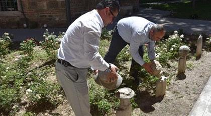 600 yıllık tarihi mezar taşlarına saldırı