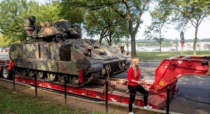 Tanklar sokağa çıkıyor