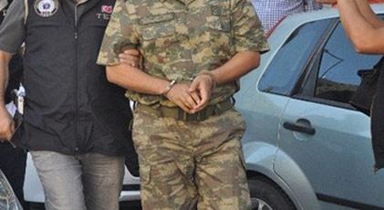 28 askere gözaltı