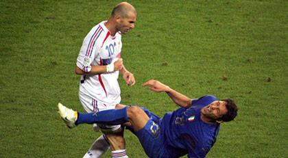 Zidane'ın Materazzi'ye attığı kafanın şiiri olur mu