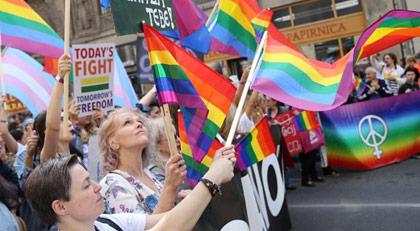 Eşcinseller ilk kez yürüdü