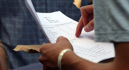 Kendisi yerine sınavlara 8 dublör sokan milletvekili üniversiteden atıldı