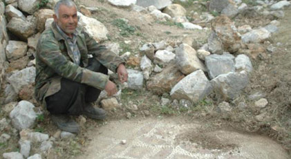 Keçileri otlatırken tarihi kalıntılar buldu