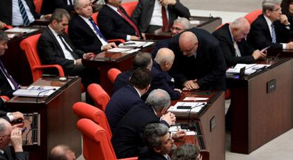 Meclis'te Libya tezkeresinden daha çok konuşulan görüntü