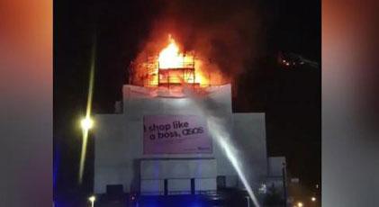 Tarihi konser binasında yangın