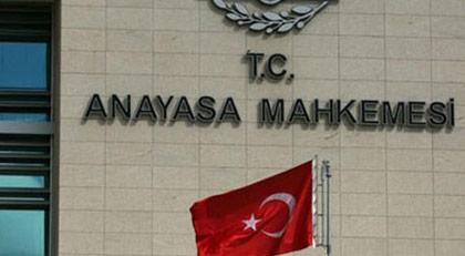 """""""Katil, hırsız AKP"""" pankartı indirmek yasak"""