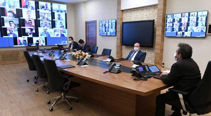Diyarbakır Valisi AKP'nin teşkilat toplantısına başkanlık etti