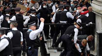 Meğer Londra polisi de aynıymış