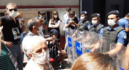 Cumartesi Anneleri'ne polis barikatı