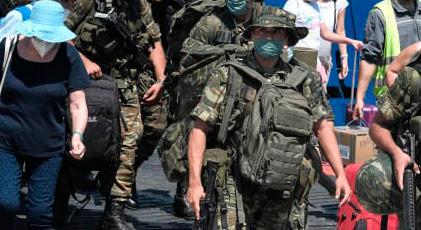 Silahlandırılması yasak olan adaya askerleri böyle taşıdılar