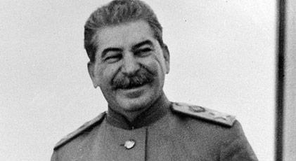 Pisuarda işerken Stalin'le karşılaşsanız hangi espriyi yaparsınız
