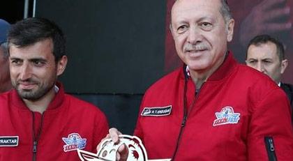 """Akit yazarından Erdoğan'ın damadına """"Teknofest"""" tepkisi"""
