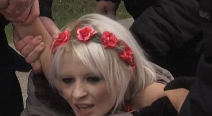 FEMEN bu kez neden soyundu