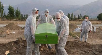 """""""Adam gömülmeden önce öperek vedalaşmışlar"""""""