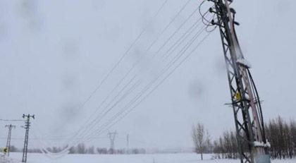Kar düştü elektrik kesildi