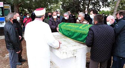 Babasının mezarına gömüldü