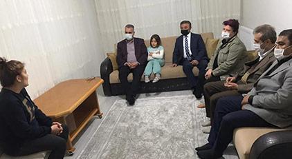 """""""AKP Başkanı ev ev dolaşıyor"""""""
