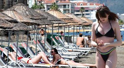 Kapanmada deniz ve güneşin keyfini yine turistler çıkarttı