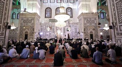 Ve Emevi Camii'nde bakın kim bayram namazı kıldı