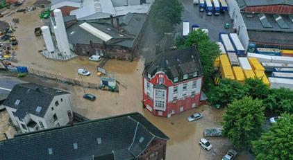 Almanya panikte: 4 kişi öldü, 50'den fazla kayıp var