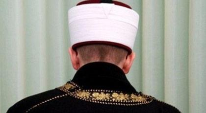 O ülke iki imamı görevden aldı