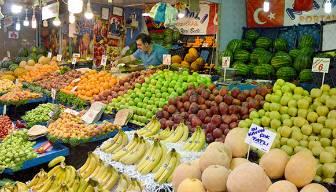Pazar fiyatları cep yakıyor: Kiloyla değil kişi başı alıyoruz
